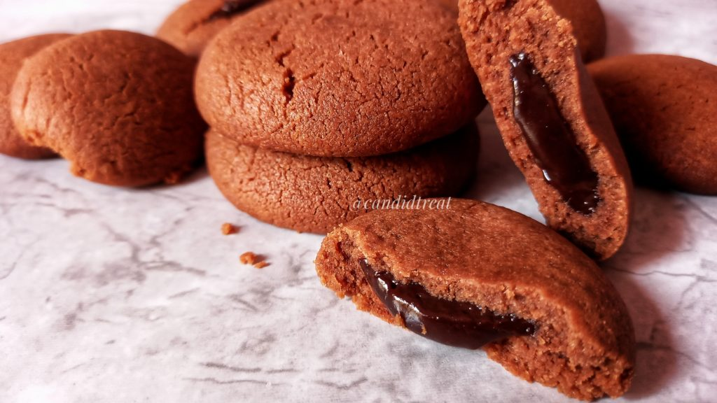 chocolate filled cookies